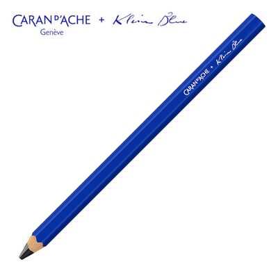 Ołówek Maxi Graphite Caran d'Ache z limitowanej kolekcji Klein Blue