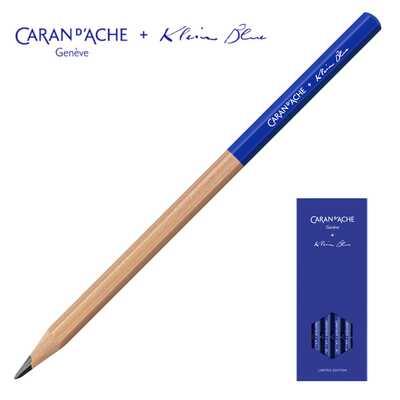Zestaw czterech grafitowych ołówków HB Caran d'Ache z limitowanej kolekcji Klein Blue