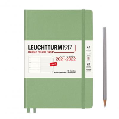 PLANER TYGODNIOWY Z NOTATNIKIEM LEUCHTTURM1917 NA 18 MIESIĘCY 2021/2022, MEDIUM (A5), SAGE (SZAŁWIOWY)